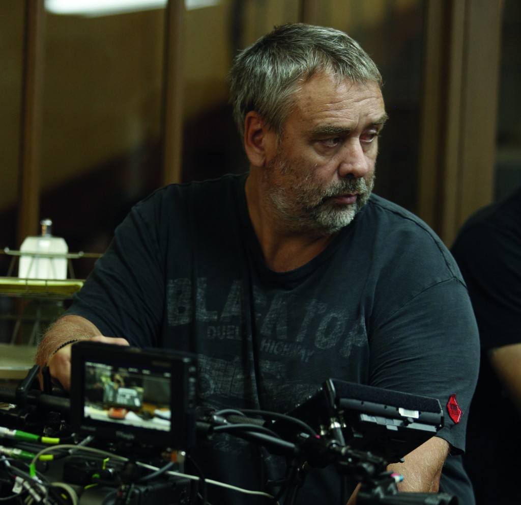 盧貝松導演拍攝《露西》的工作照(UIP提供)