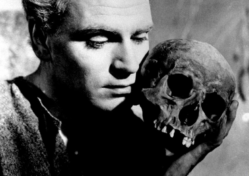 勞倫斯奧利佛版的電影《哈姆雷特》,是不是這一幕把小漢內克嚇哭了?