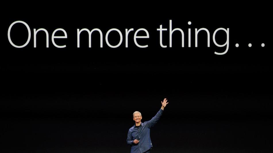 "今年的蘋果發表會上,Cook重現了Steve Jobs著名的""One more thing""(圖片來源:mashable.com)"