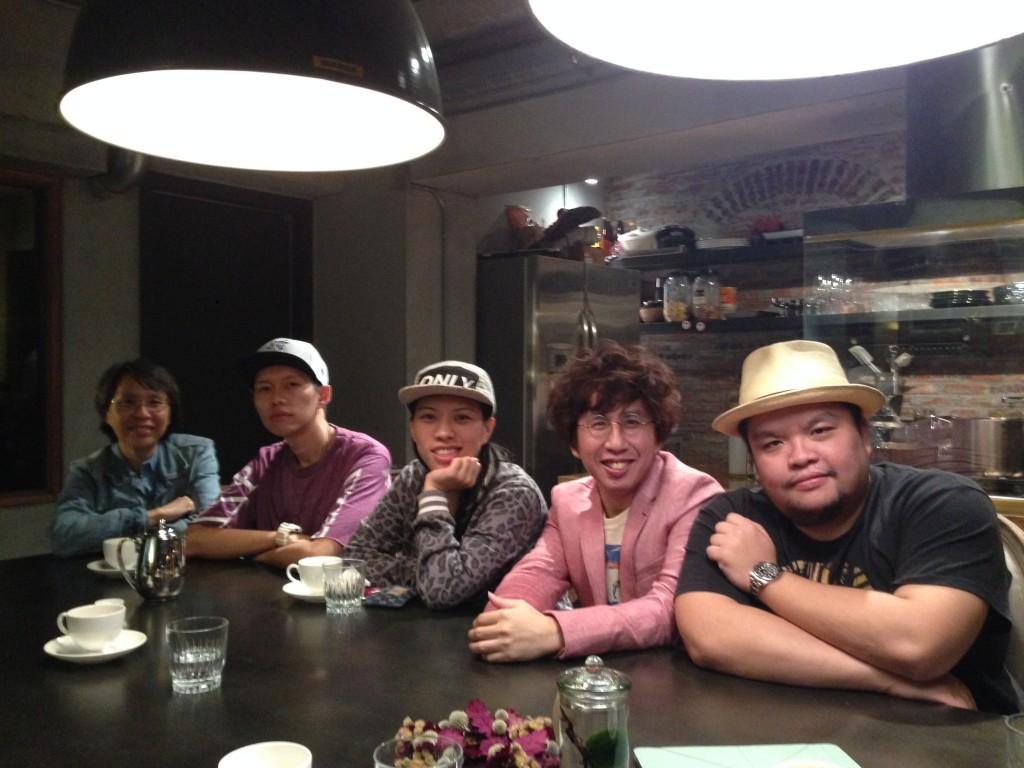 對談合照。右起迪拉、李明璁、葛仲珊、蛋堡、台灣數位文化協會理事長商台玉。