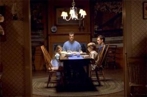 記得《靈異象限》的晚餐戲嗎?